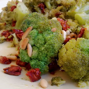 Medium broccoli with dried tomatoes   pine nuts