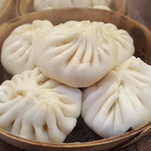 Medium steamed stuffed bun 1162751 960 720