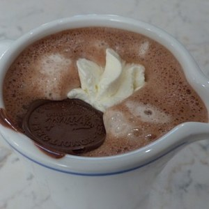 Medium hot chocolate 122744  340