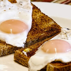 Medium fried eggs 456351  340