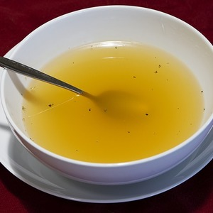 Medium clear broth 1623462 640