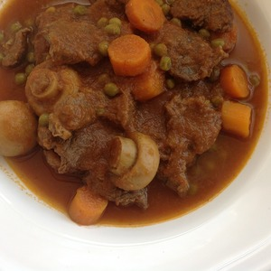 Medium carne guisada