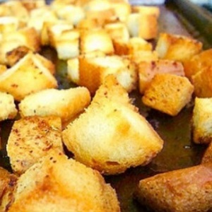 Medium croutons ajo